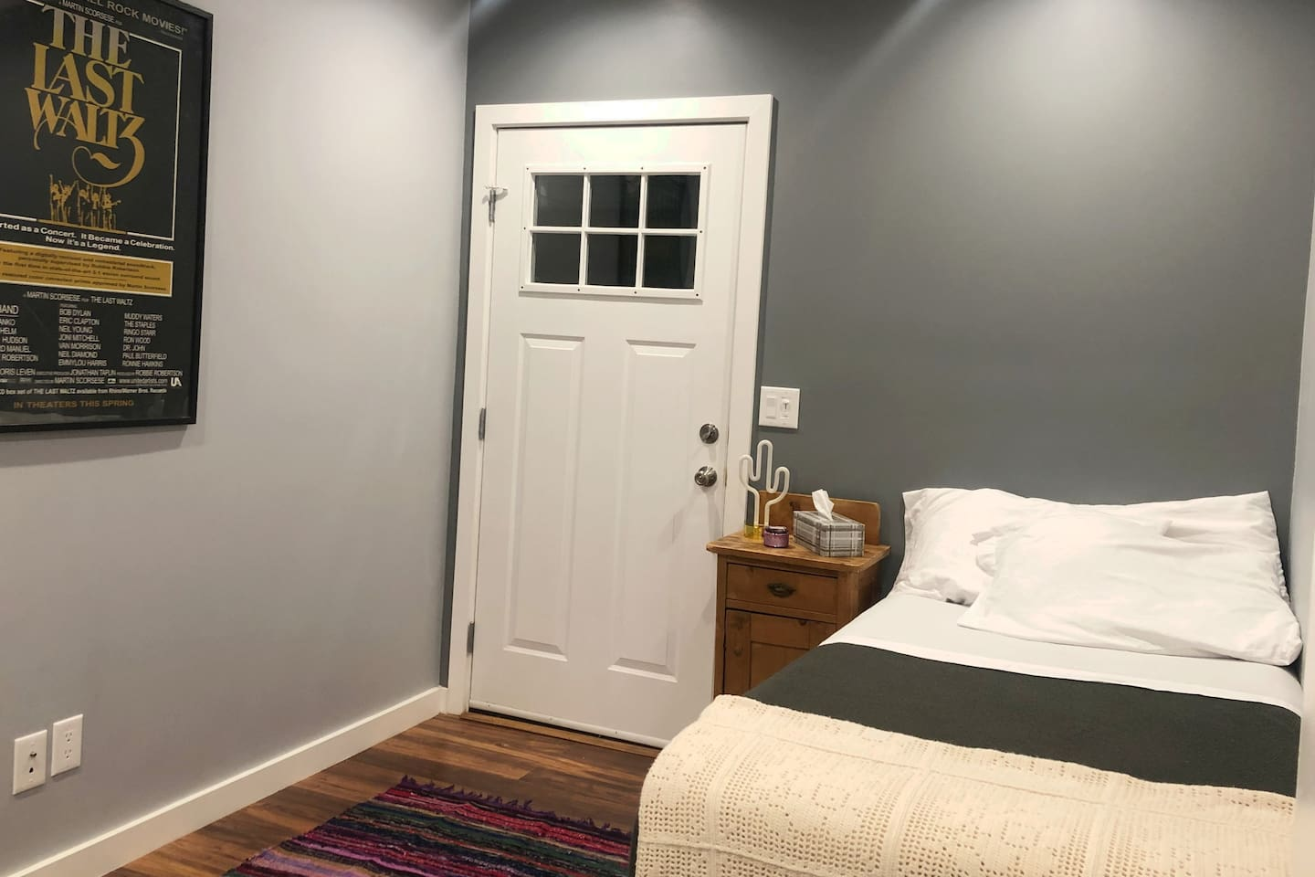 Private Room with Twin Bed. Personal entrance and exit.