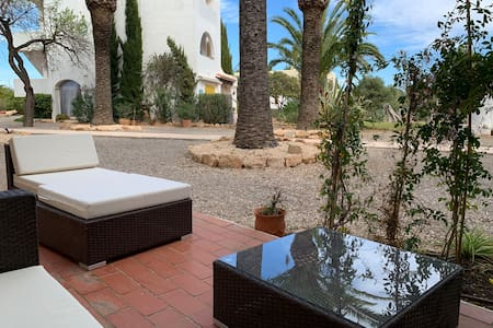 Appartement with pool, direct access to the beach