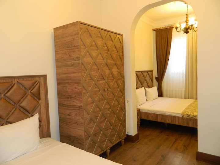 taksim meydan 3 kişilik rahat oda ( özel banyo WC