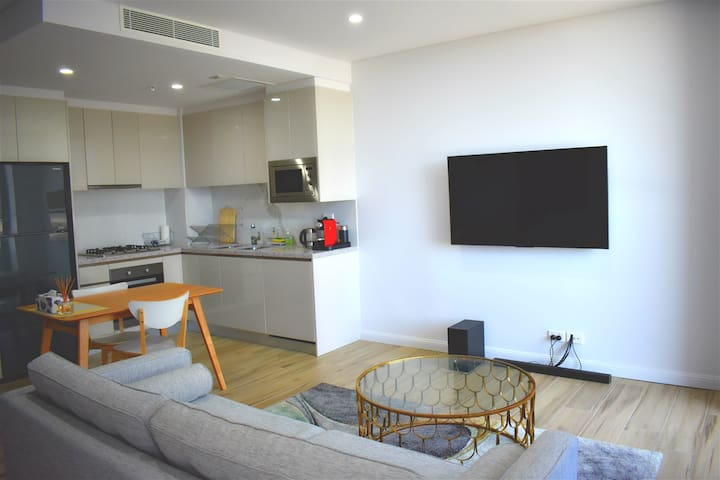 Entire One Bedder New Apartment in Olympic Park