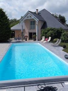 STOR EKSKLUSIV BOLIG, nær Pau - Saint-Castin