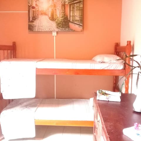 Hostel con habitaciónes privadas, piscina