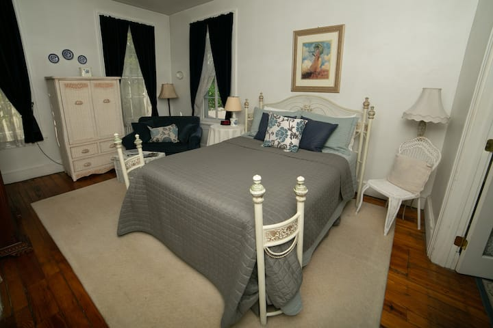 Edith Suite - Faunbrook Bed & Breakfast