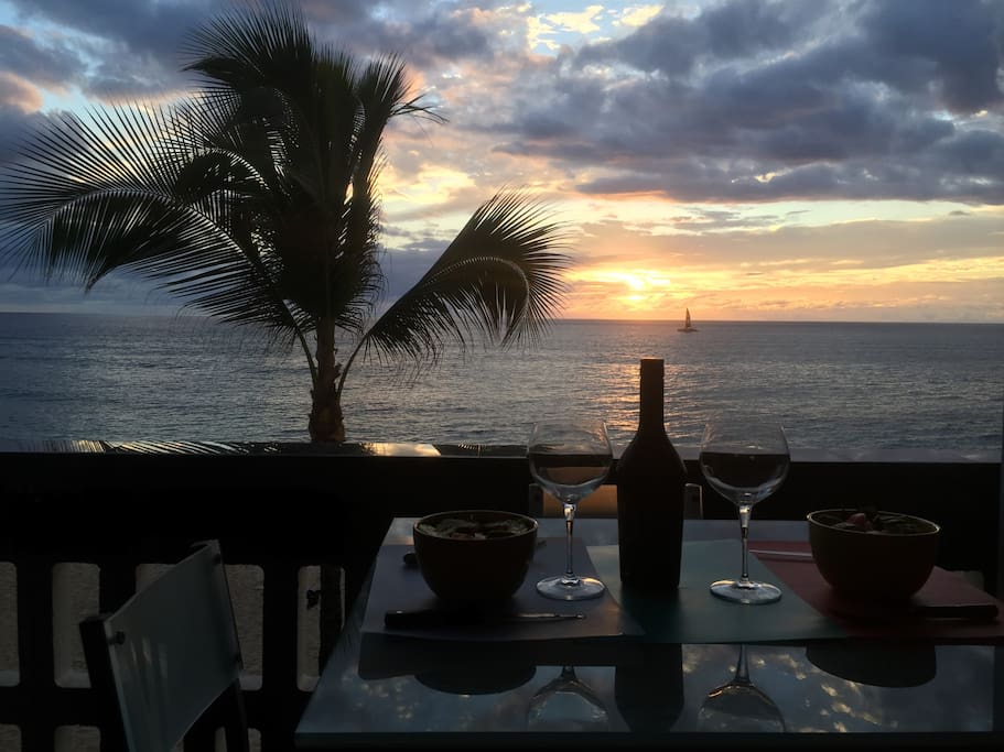 Salud!... Cheers!... Relax watching the Hawaiian sunsets