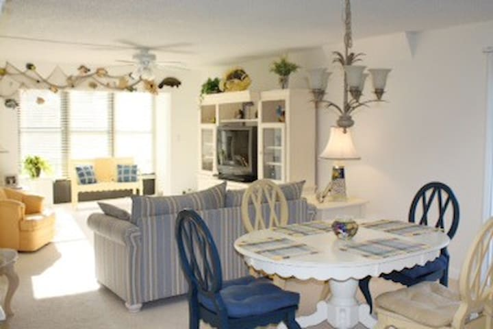 Clearwater area Gorgeous, on  Water 2 Bd.  Elevato