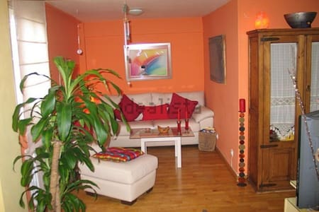 Fantastic 2 floor apartment near tube station - Madrid - Lägenhet