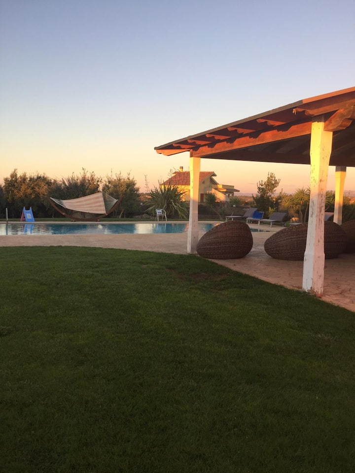 Casa di Beatrice beautiful  villa 10 minutes by car from sea with pool and garden