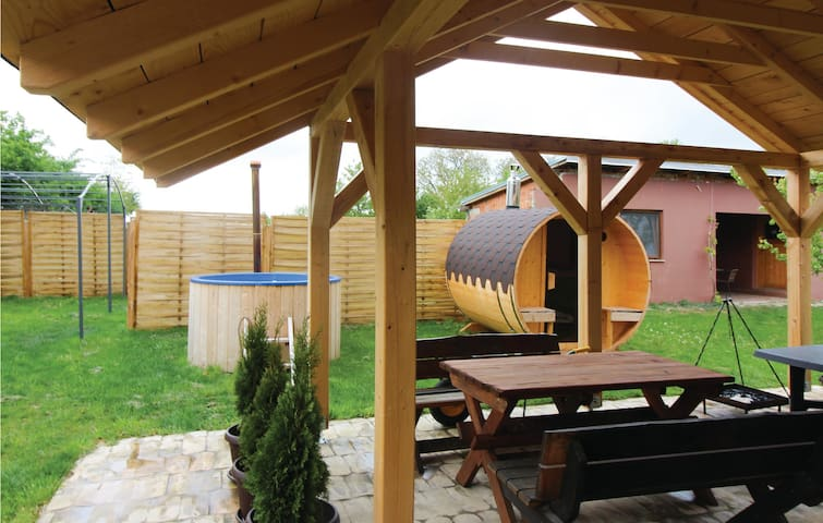Holiday cottage with 2 bedrooms on 107 m² in Draz