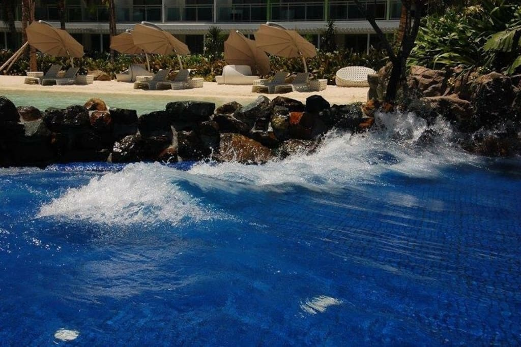 Wave pool for everybody who rent they can use wave pool anytime