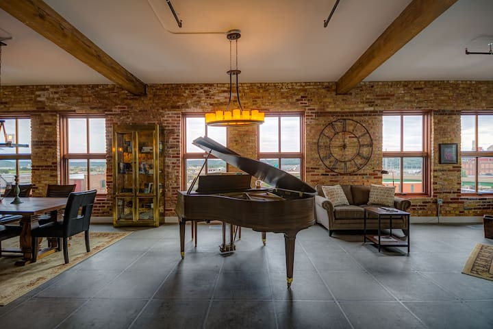 Bridgeview Penthouse-Novelty Lofts