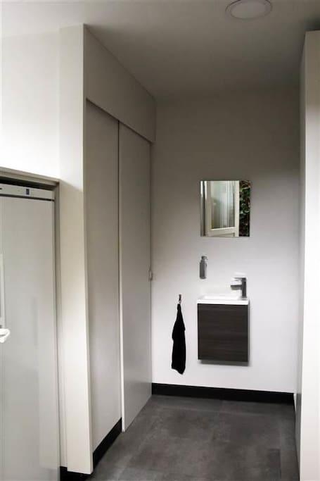 bijkeuken met apart toilet