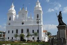 Catedral da Sé - 30 minutos andando ou por linha especial com ponto na frente da casa