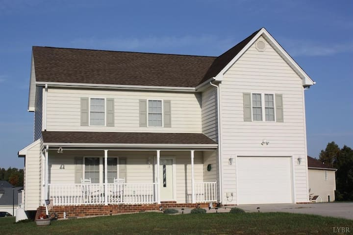 Large House for Graduation Weekend (3+ rooms)