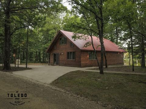 Ron's Cabin @ Lil' Toledo Lodge