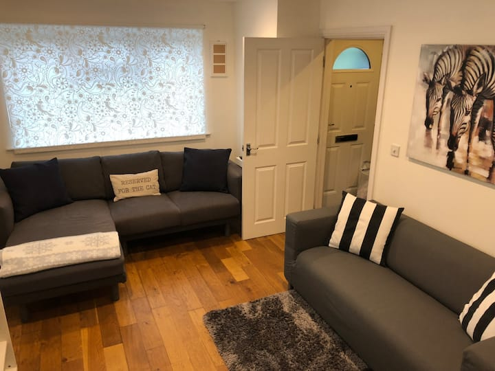 Great private room in Sutton. Free parking.