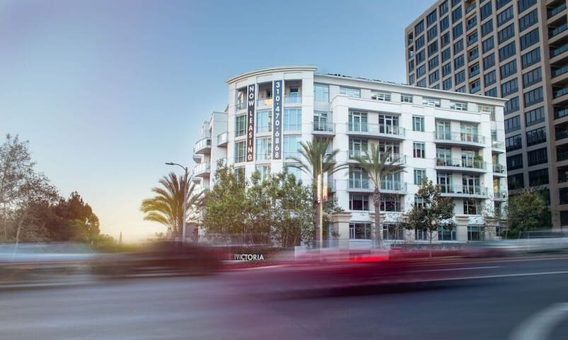 5 STAR BEVERLY HILLS. WESTWOOD. Posh 2-Bedroom 210