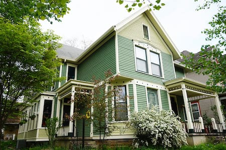 Charming Victorian House close to Downtown