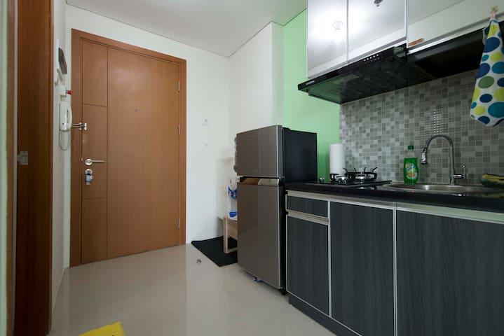Doorway & Kitchen