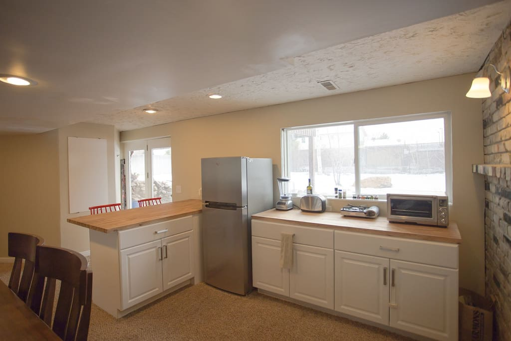 """""""Dry"""" kitchen with countertop convection oven"""