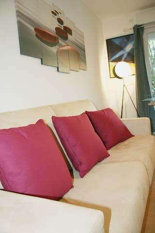 Appartement moderne 2P classé ***, centre Cannes