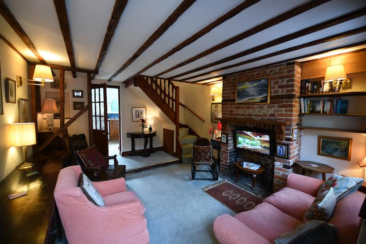 2 Bed  Cottage beside Clare Castle & Country Park