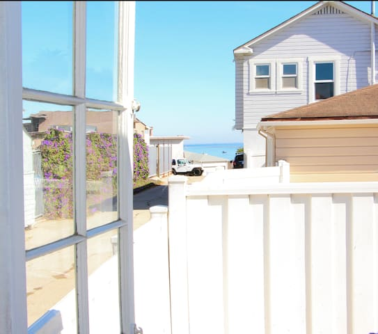 Quaint Beach House with Ocean View