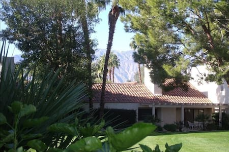 Stay and Play at Lovely Mission Hills Villa - Rancho Mirage - Appartement en résidence