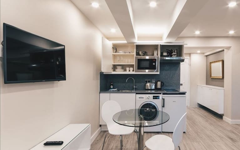 Awesome Simple Studio Central London