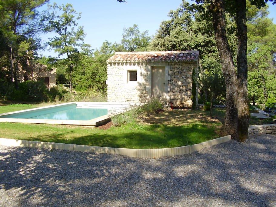 piscine 4x8 trés agréable moment lors de la chaleur provençale