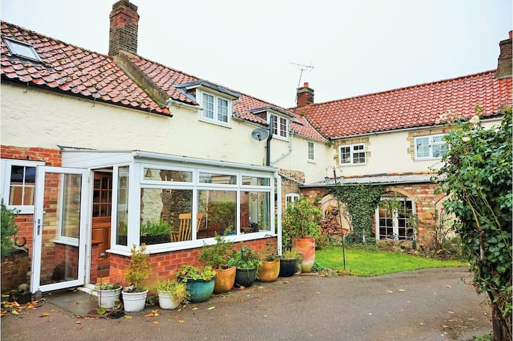 Bell Cottage - double room with open fire - Feltwell - House