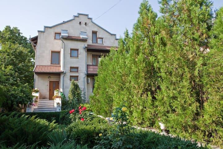 Уютный Коттедж в Центре  у парка Дендрарий - Chisinau - Huis
