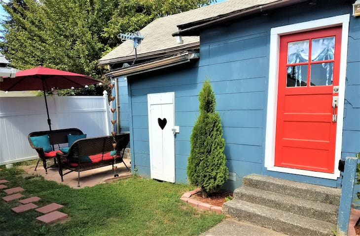 Cozy Cady Cottage in Historic Downtown Snohomish