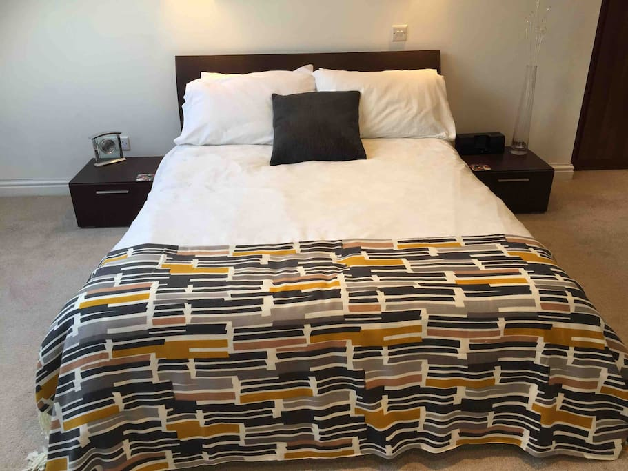 This is a comfortable double bed, 4ft 6 inches (1.40m) wide. We provide 4 pillows, a duvet appropriate for the season and a throw. High quality bed linen ensures a great nights sleep too. Please note that the price quoted is for single occupancy.
