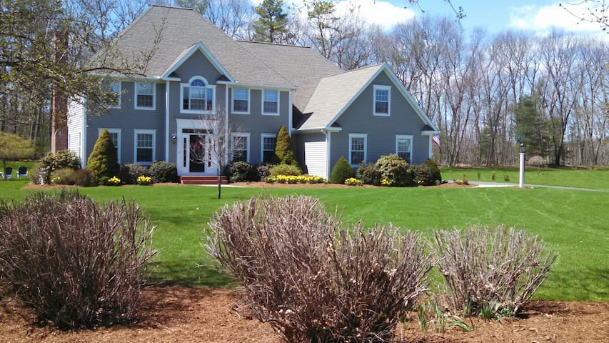 Upscale neighborhood in Glastonbury - Glastonbury - Maison