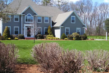 Upscale neighborhood in Glastonbury - 글라스턴베리