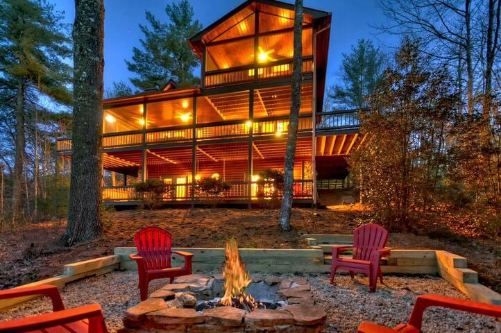 Log Home in Aska Adventure Area, Sleeps 10, Mountain View, Hot Tub, Game Room|  3 Bedroom, 3 Bathroom