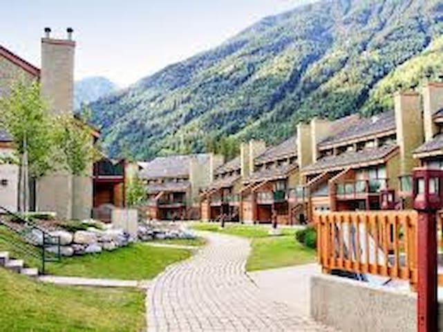 BC Mountain Getaway - Panorama