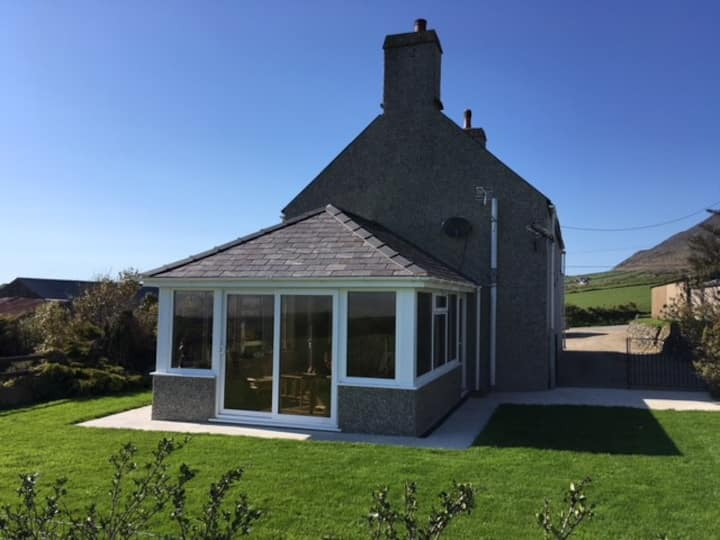 NEW -Cae Garw farmhouse - pet friendly nr Abersoch