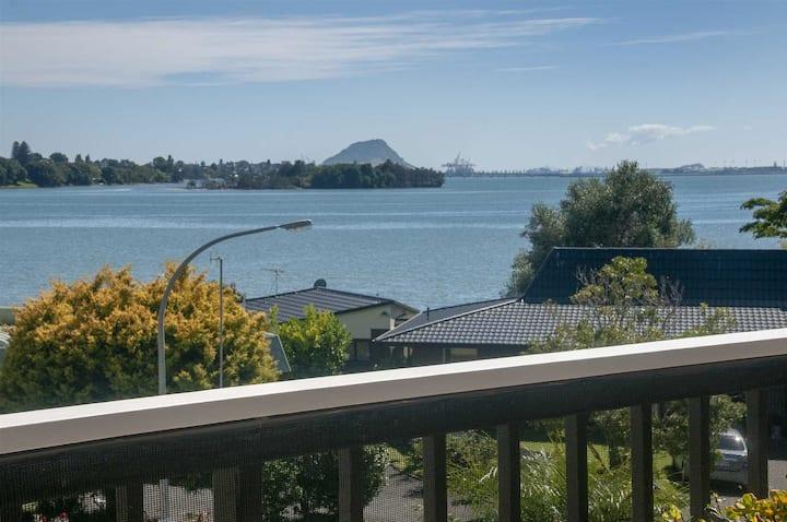Relaxing Seaviews - Large MasterBedRoom/Ensuite