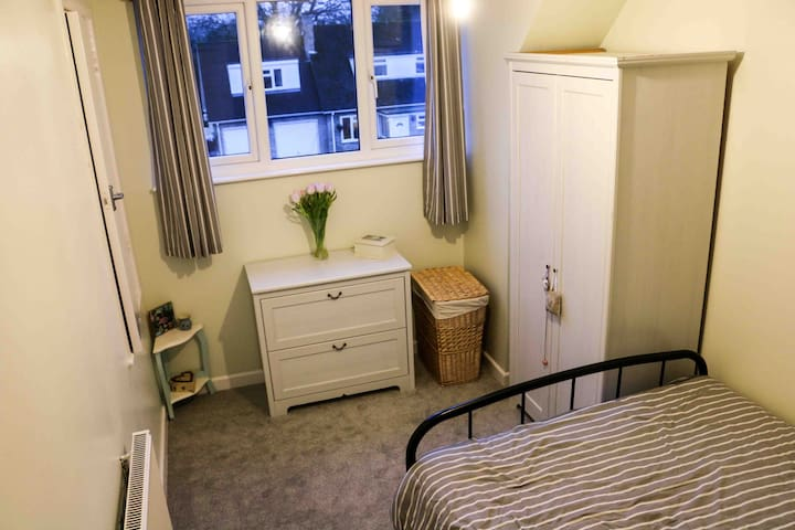 Private room in a delightful countryside location - Upper Basildon, Reading - บ้าน