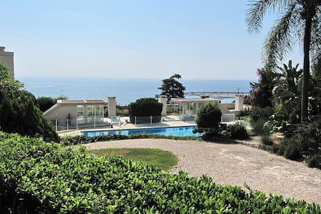 2 beds 2 baths stunning garden apartment & pool