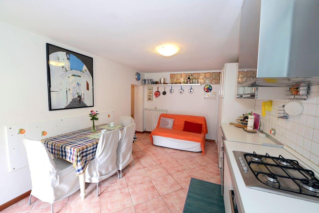 ampio soggiorno cucina