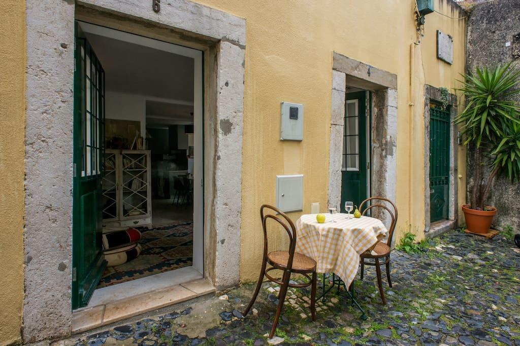 hidden spot in the city maisons louer lisbonne lisbonne portugal. Black Bedroom Furniture Sets. Home Design Ideas