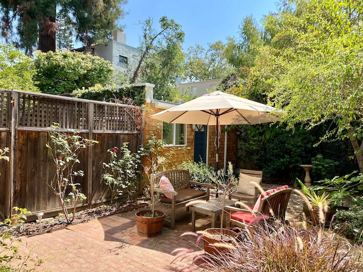 Lovely Berkeley garden studio