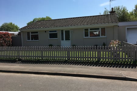 Bungalow Sapcote  M1/M69  Quiet Countryside