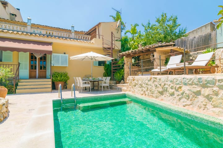 ES RACO - Beautiful townhouse with private pool near the mountains. Free WiFi