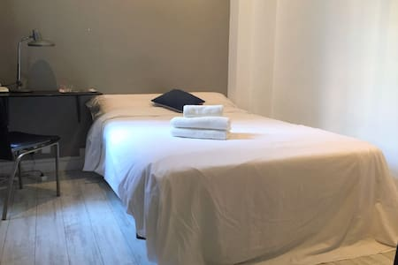Nice room close to Plaza Cataluña - Barcelona