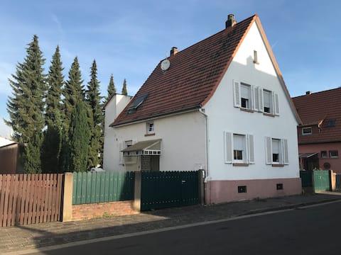 Fristående hus i centrum av byn - nära Frankfurt (FFM)