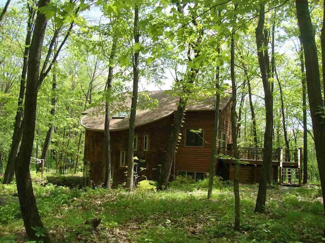 Golf-Ski-Site Seeing-Secluded-Wooded Retreat