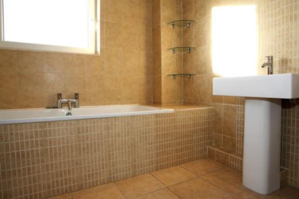 Private ensuite including bathtub, separate shower & toilet.
